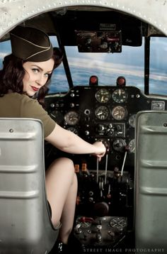Pinup in Cockpit