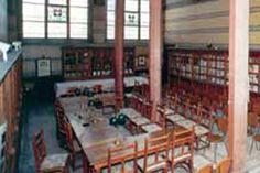 Construite au XVe siècle, la célèbre salles des thèses servait de salle de réunion et de bibliothèque.