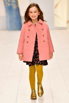 Styles, materials, palettes of colors, lets have a look at autumn/winter fashion. the season sees a natural evolution of the palette of colors that Fashion Kids, Little Kid Fashion, Kids Winter Fashion, Older Women Fashion, Baby Girl Fashion, Fashion Top, Fashion Clothes, Preppy Winter Outfits, Warm Outfits