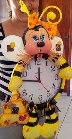Bee Crafts, Foam Crafts, Diy And Crafts, Crafts For Kids, Arts And Crafts, Christmas Clock, Christmas Projects, Crochet Fruit, Corpus Christi
