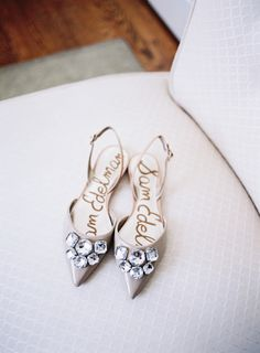For the bling loving bride: http://www.stylemepretty.com/2015/07/29/romantic-pink-inspired-darlington-house-wedding/   Photography: Jen Wojcik - http://www.jenwojcikphotography.com/