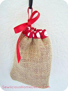 | Easy Burlap Drawstring Bag Tutorial | http://sewlicioushomedecor.com