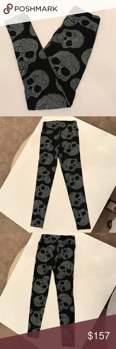 LuLaRoe Paisley Skull Leggings LuLaRoe Paisley Skull Leggings | OS | NWT | No Trades | Price Firm | Smoke/Pet Free Home | Made In China LuLaRoe Pants Leggings