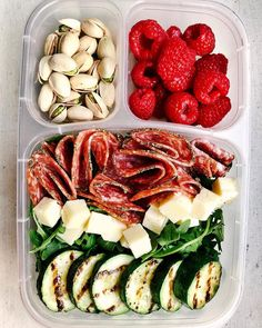 Simple Bento Box Lunch Ideas That Will Make A Low Carb Diet So Much Easier Pretty much everyday is a picnic when you've got a bento box lunch.Pretty much everyday is a picnic when you've got a bento box lunch. Lunch Meal Prep, Healthy Meal Prep, Healthy Snacks, Healthy Eating, Healthy Work Lunches, Paleo Lunch Box, No Carb Lunch, Clean Lunches, Healthy Meals For Two