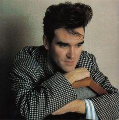 Morrissey (1984) -- photo by Tom Sheehan   image via letras.mus.br
