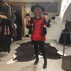 La Befana viene anche di giorno! Con Delizie in corso Borgo Valsugana #orgogliodiessereitaliano #italyintheworld #madeinitaly #fashion #style #stylish #photooftheday  #glam #outfit #instagood #instafashion #shopping #today #tagsforlikes #todayimwearing #mylook #instastyle #fashiongram #beautiful #accessories  #confezionimontibeller #borgovalsugana #trentino #livelovevalsugana