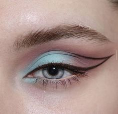 eyeliner crease - eyeliner crease ` eyeliner crease hooded eyes ` eyeliner crease prevent ` eyeliner creased eyes ` eyeliner crease makeup ` eyeliner crease cut ` eyeliner in crease ` floating crease eyeliner Makeup Eye Looks, Eye Makeup Art, Crazy Makeup, Cute Makeup, Makeup Inspo, Eyeshadow Makeup, Skin Makeup, Makeup Quiz, Cat Eye Eyeliner