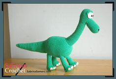 """Dinosaurio Amigurumi Arlo de """"El Viaje de Arlo"""" (25cm) - Patrón Gratis en Español aquí: http://www.sabrinasomers.com/free-crochet-pattern-arlo-spanish.php"""