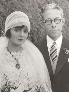 February, 1928:  Actress Mary Astor and writer, editor, and supervisor at Fox Films, Kenneth Hawks, on their wedding day.  He gave her a Packard automobile as a wedding present. In 1929 he began directing films. On January 2, 1930, at the age of 31, while directing aerial scenes for a film he was killed in a plane crash over the Pacific Ocean. Mary married and divorced three more times.
