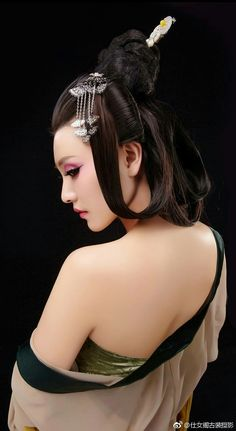 this is the most beautiful film star in Asia, very beautiful with various traditional ancient Chinese styles and photos Beautiful Film, Beautiful Asian Women, Geisha Art, China Girl, Pretty Asian, Japan Fashion, Asian Woman, Asian Beauty, Oriental