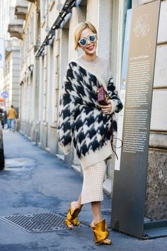 Street Style, Milan Fashion Week: 28 of the best looks outside the Spring 2016 shows Estilo Fashion, Look Fashion, Autumn Fashion, Fashion Outfits, Fashion Trends, Street Fashion, Street Style Trends, Looks Style, My Style