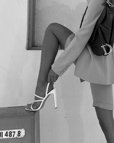 Black And White Photo Wall, Black N White, Black And White Pictures, Classy Aesthetic, Fashion Shoes, Fashion Outfits, Ski Fashion, Fashion Beauty, Foto Casual