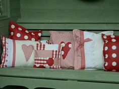 Sewing Pillows I LOVE these cushions! Sewing Pillows, Diy Pillows, Custom Pillows, Decorative Pillows, Throw Pillows, Valentines Day Decorations, Valentine Day Crafts, Holiday Crafts, Valentine Pillow