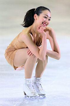 名古屋フィギュアスケートフェスティバルで演技する浅田真央=3日、愛知・日本ガイシアリーナ【時事通信社】 (297×450)