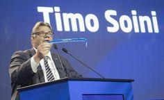 Timo Soini jätti perussuomalaisten puheenjohtajuuden kesäkuussa 20 vuoden palveluksen jälkeen. Vain kolme päivää sen jälkeen Soini loikkasi perussuomalaisista ja liittyi uusi vaihtoehto -eduskuntaryhmään. Ryhmä on perustamassa sininen tulevaisuus -nimistä puoluetta.