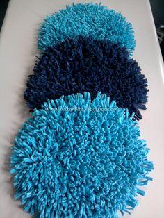 Trío de alfombras circulares en turquesa y azul marino.  Medidas: 45 cm de diámetro.