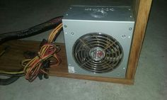 La fuente de poder es la encargada de darle energia al CPU.