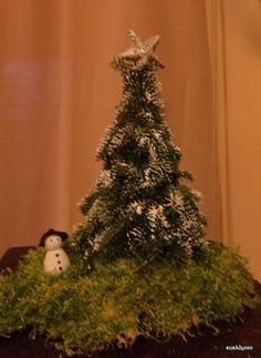 κυκλάμινο: μικρό ελατάκι Christmas Tree, Holiday Decor, Home Decor, Teal Christmas Tree, Decoration Home, Room Decor, Xmas Trees, Xmas Tree, Christmas Trees