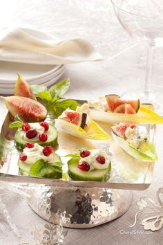 small bite sized foods guests can pop in their mouths without having to put their drinks down is the best way to serve food during the race. Light Appetizers, Wedding Appetizers, Best Appetizers, Appetizer Recipes, Snack Recipes, Appetizer Ideas, Party Recipes, Party Catering, Catering Ideas