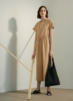 New architectural shapes Cos Fashion, Minimal Fashion, Fashion Brands, Womens Fashion, Moda Casual, Handmade Dresses, Textiles, Mode Inspiration, Jumpsuits For Women