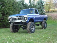 Custom 4x4 Trucks | 1975 Ford F250 4x4 - Big Blue