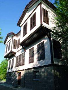 Old Turkish houses Ankara Turkish Architecture, Visit Turkey, Capital City, Old Houses, House Colors, Ankara, Istanbul, Beautiful Homes, Bulgaria