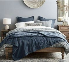 Platform Bed Ideas - Believe platform beds are just for modern-style bedrooms? Success Gallery reveals you platform beds that fit any design bed room. Bed Sets, Luxurious Bedrooms, Luxury Bedrooms, Modern Bedroom, Contemporary Bedroom, Blue Bedroom Decor, Modern Contemporary, Bedroom Small, White Bedroom