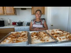 COMO EMPEZAR TU PROPI0 NEGOCIO DE EMPANADITAS - YouTube Masa Empanadas Recipe, Mexican Empanadas, Mexican Food Recipes, Sweet Recipes, Donuts, Bakery, Deserts, Appetizers, Cooking Recipes