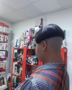 Shaved Head Women, Bowl Haircuts, Buzzed Hair, Clipper Cut, Shaved Nape, Bald Women, Hair Models, Bowl Cut, Page Boy