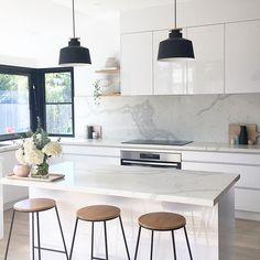 New Kitchen Island Decor Elegant Ideas Kitchen Island Decor, Home Decor Kitchen, Kitchen Living, Kitchen Furniture, New Kitchen, White Furniture, Kitchen Decorations, Kitchen White, Kitchen Ideas