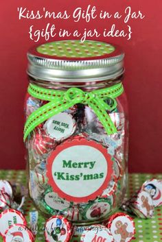 'Kiss'mas Gift in a Jar {gift in a jar idea}