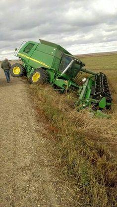 John Deere In Trouble Big Tractors, John Deere Tractors, John Deere Equipment, Heavy Equipment, Farm Humor, John Deere Combine, Tractor Attachments, Tractor Pulling, Farm Boys