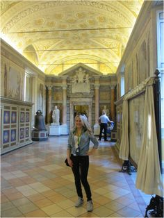 Caitlin Sullivan in the Vatican, girl in jean shirt and black skinnies http://www.itgirlweddings.com/wifestyle/sistine-chapel-the-vatican
