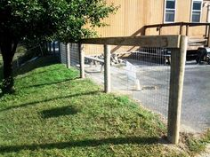 Front Yard Fence Design Ideas and Wooden Fence Gate. Fence Landscaping, Backyard Fences, Garden Fencing, Pool Fence, Horse Fencing, Wooden Fence Gate, Bamboo Fence, Wire Fence, Gabion Fence