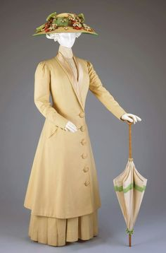 Happy Monday! How about a lovely sunshine yellow suit to brighten the day? c.1910 by J. M. Gidding & Co. from Cincinnati Art Museum.