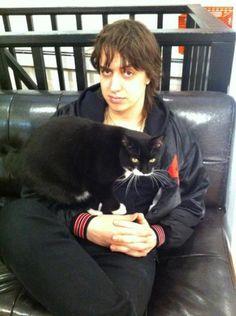 Julian Casablancas + cat = wild sexyness .