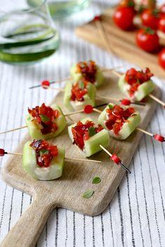 Grilled Cheese Tomato Bites topped with blistered sweet grape tomatoes and fresh basil leaves are an afternoon snack recipe you can't resist. Healthy Appetizers, Appetizer Recipes, Healthy Snacks, B Food, Good Food, Cherry Tomato Recipes, Healthy Afternoon Snacks, Make Ahead Lunches, Easy Snacks