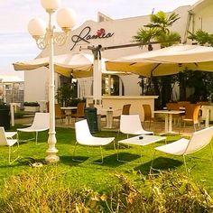 Il giardino del bagno Romeo .. dove potrete gustarvi l'aperitivo in totale relax ..