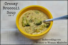 S - Creamy Broccoli Soup - 1 package frozen broccoli 3 c chicken broth 1 small onion c chopped bacon 1 T butter cream cheese 1 c shredded cheese t garlic salt t pepper 1 t salt.I used 1 box & 1 can broth. Frozen Broccoli, Broccoli Soup, Broccoli Chicken, Brocolli, Thm Recipes, Cooking Recipes, Healthy Recipes, Healthy Foods, Healthy Fit