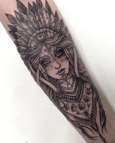 Tattoo Arm Frau, Frau mit indischem Komppschmuck - tattoos for women Body Art Tattoos, New Tattoos, Girl Tattoos, Tattoos For Guys, Tatoos, Skull Tattoos, Tattoo Art, Tattoos For Forearm, Tricep Tattoos