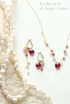 ウエディング用のジュエリーのオーダーです。披露宴の後も、普段使いできるように。ご... Bridal Earrings, Beaded Earrings, Beaded Jewelry, Jewelry Necklaces, Cute Jewelry, Jewelry Crafts, Handmade Necklaces, Handmade Jewelry, Neck Accessories