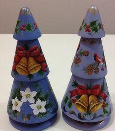 Natal pintura Bauernmalerei Mundo da Arte Atelier Potted Christmas Trees, Tole Painting, Clay Pots, Terracotta, Folk Art, Holidays, World Of Art, Craft, Xmas