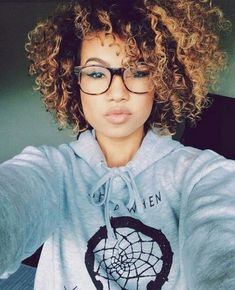☺ - I wish I could get away with this cut, but I don't think it would look this cute on me. :/ Ombre Highlights Haircuts For Natural Curly Hair Short Curly Hair, Curly Girl, Curly Hair Styles, Natural Hair Styles, Natural Curls, Curly Nikki, Short Curls, My Hairstyle, Afro Hairstyles