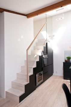 staircase with glass handrail and built into the alcove is the kitchen appliances. Glass Handrail, Cozy Home Office, Cozy House, Decoration, Stairs, Loft, House Design, Interior Design, Building