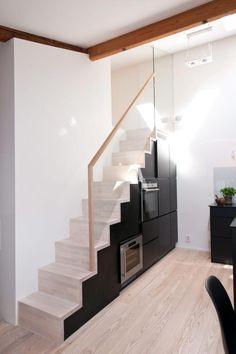 Kjøkken og trapp i ett