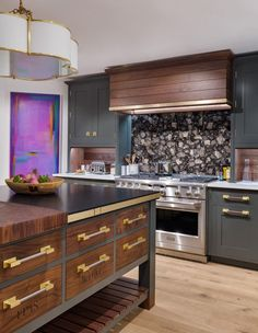 Kips Bay Decorator Showhouse 2019 benefitting the Kips Bay Boy's & Girl's Club. Interior Designer Christopher Peacock designed the Kitchen. He used Monogram Appliances throughout the space. Kitchen Cabinet Design, New Kitchen, Traditional Kitchen, Kitchen Buffet, Kitchen, New Kitchen Cabinets, Kitchen Design, Kitchen Remodel, Kitchen Renovation