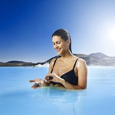 Have you ever tried the algae mud mask or the volcano scrub at the Lagoon bar? #BlueLagoon #Iceland #Skincare