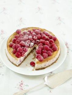 Baked raspberry and ricotta cheesecake recipe Best Cake Flavours, Cake Flavors, Ricotta Cheesecake, Cheesecake Recipes, Delish Cakes, Make Ahead Desserts, Vegan Desserts, American Desserts, Digestive Biscuits