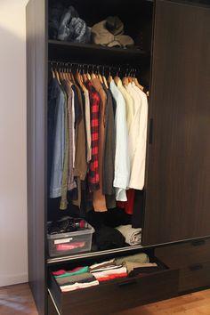 Tips för att förvara dina kläder så att du vet vad du har och var allt ska ligga. merstruktur.se Wardrobe Rack, Tips, Furniture, Home Decor, Ska, Decoration Home, Room Decor, Home Furnishings, Home Interior Design