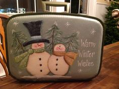 #WoodCraftsSnowman Painted Suitcase, Suitcase Decor, Primitive Christmas, Christmas Snowman, Christmas Projects, Holiday Crafts, Xmas Ornaments, Christmas Decorations, Primitive Plates